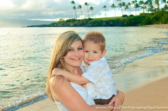 maui family photographer with mother and son