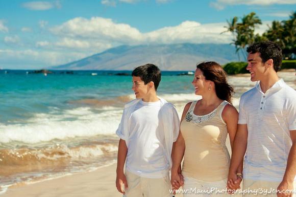maui family enjoying time together on beach