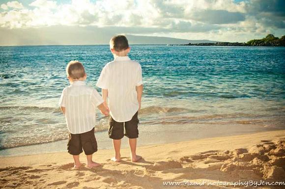 maui portrait photographers with boys