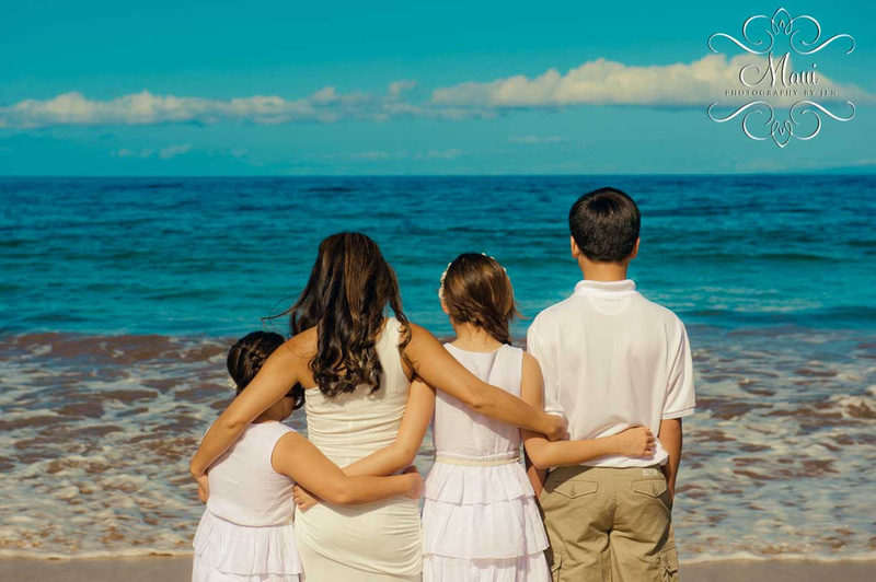Photographer in Maui with family portraits
