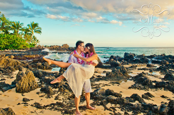 photographer in maui at best beach at sunset