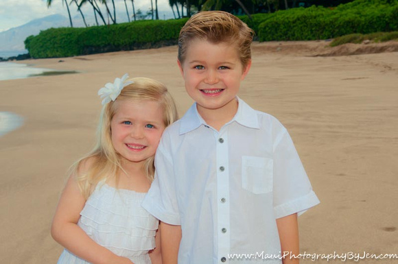 sweet moment captured by maui child photographer