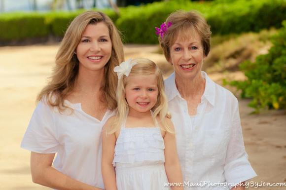 grandma, mom, grandchild, in maui photography