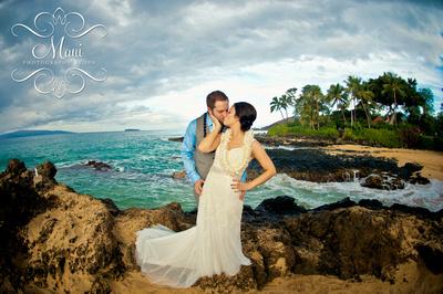 beach wedding mau photographer