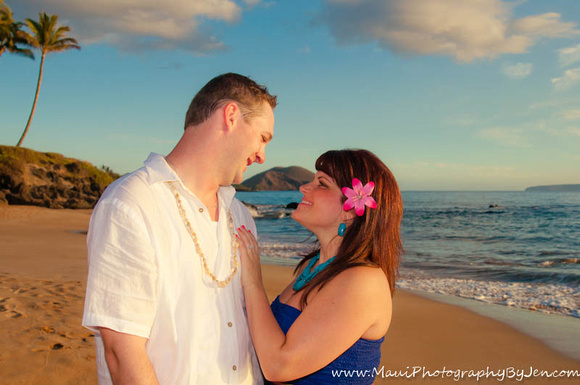 couple at sunset in maui photos
