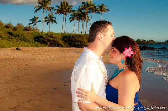 maui couple romantic honeymoon