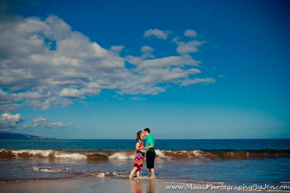 maui photographer with couple honeymoon