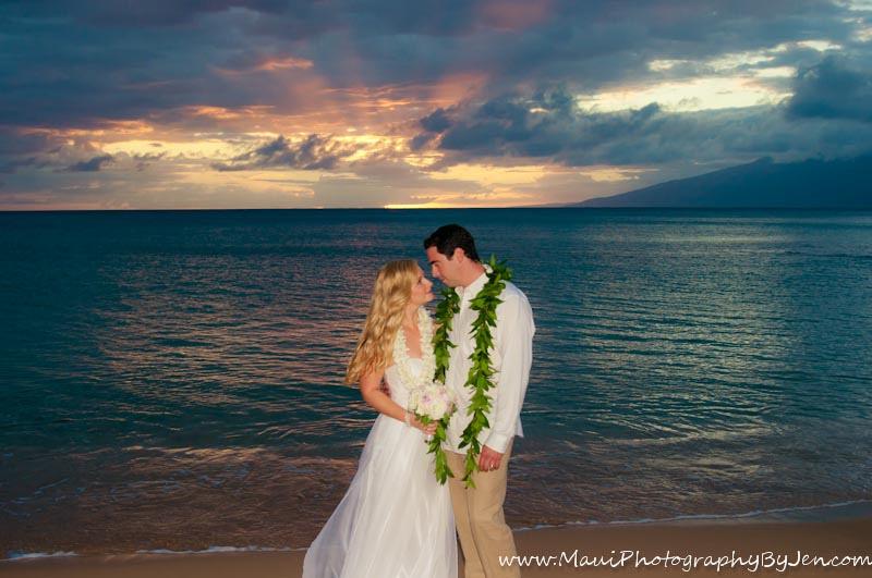 maui wedding photographer at sunset