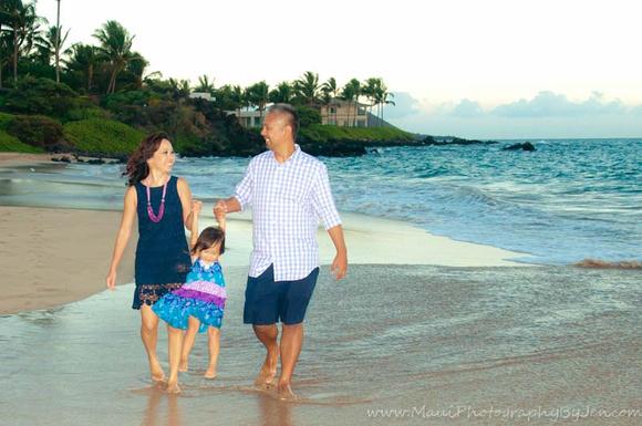 maui family photographers on the beach in wailea