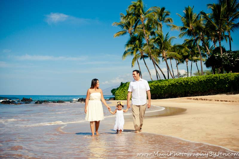 maui photographer at the beach with family