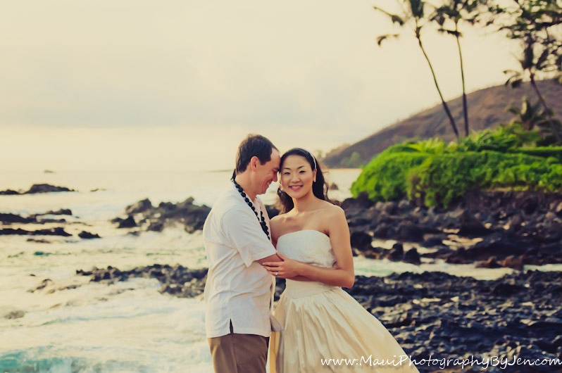 photographers in maui with couple