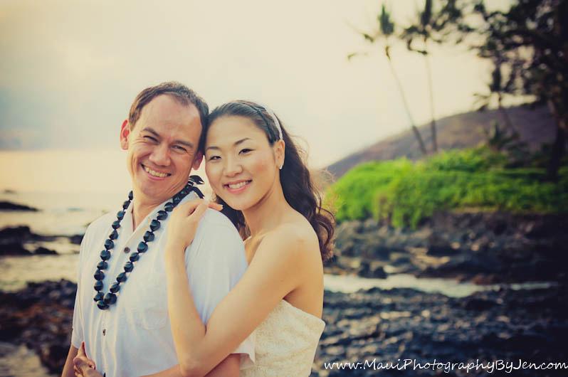 wedding photographer maui on the beach