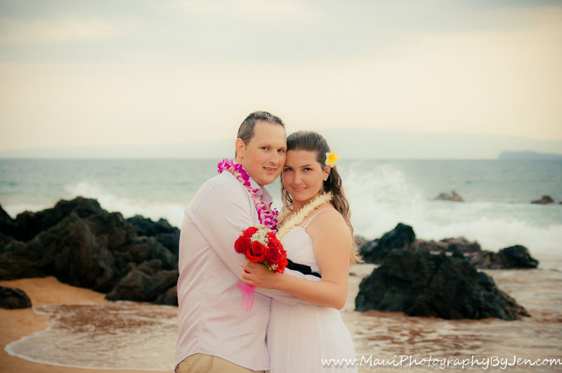 honeymoon couple taken by photographer in maui