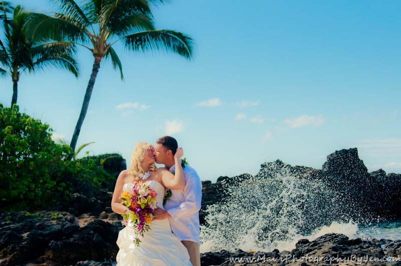 maui wedding photographer at wailea beach