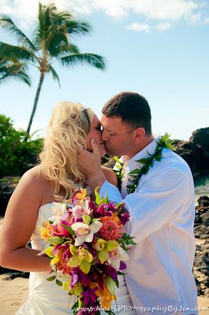 maui wedding photographer on the beach with flowers