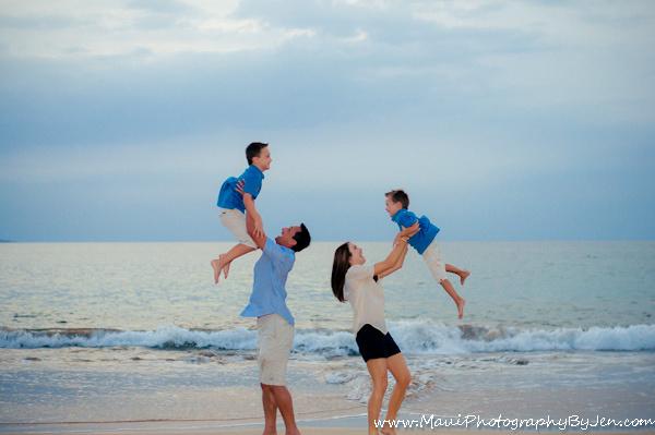 maui family photographers on the beach