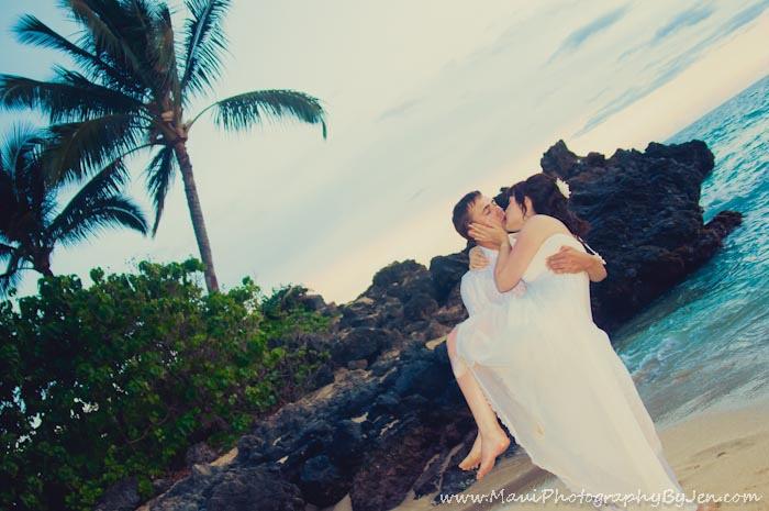 maui photographers for couple on honeymoon
