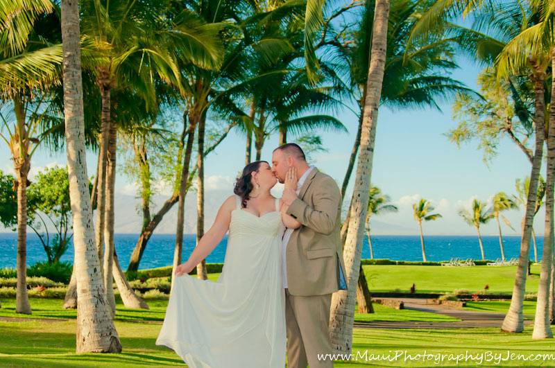 maui wedding photographers kissing bride and groom