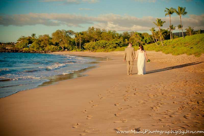 maui wedding photography walking on the beach