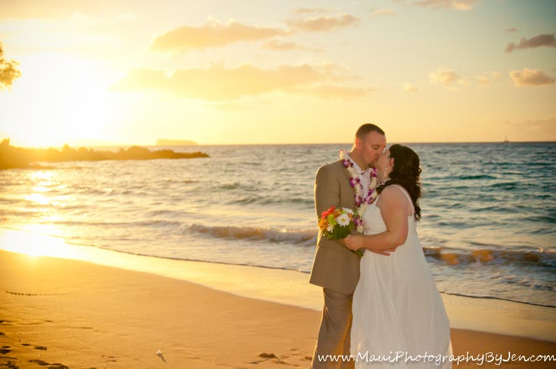 wedding photography in maui of couple at sunset