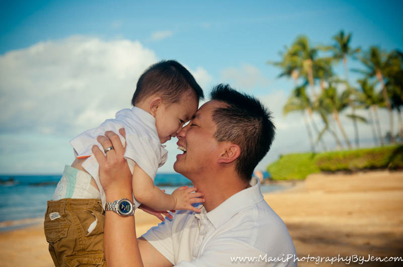 maui family photographer with child