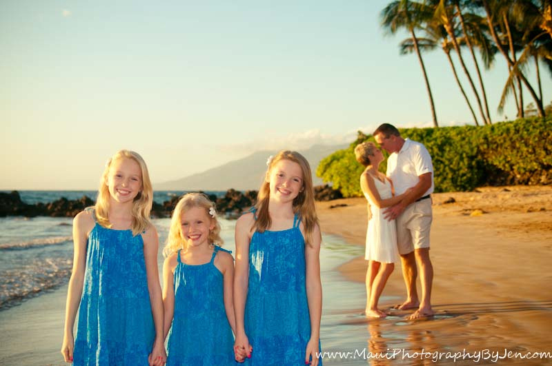 photographer in maui creative with family portrait