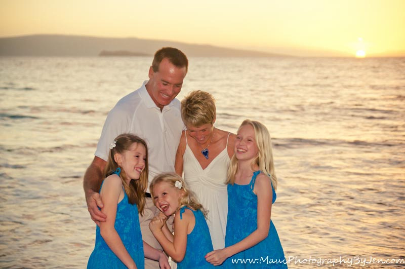 maui photographer with family laughing