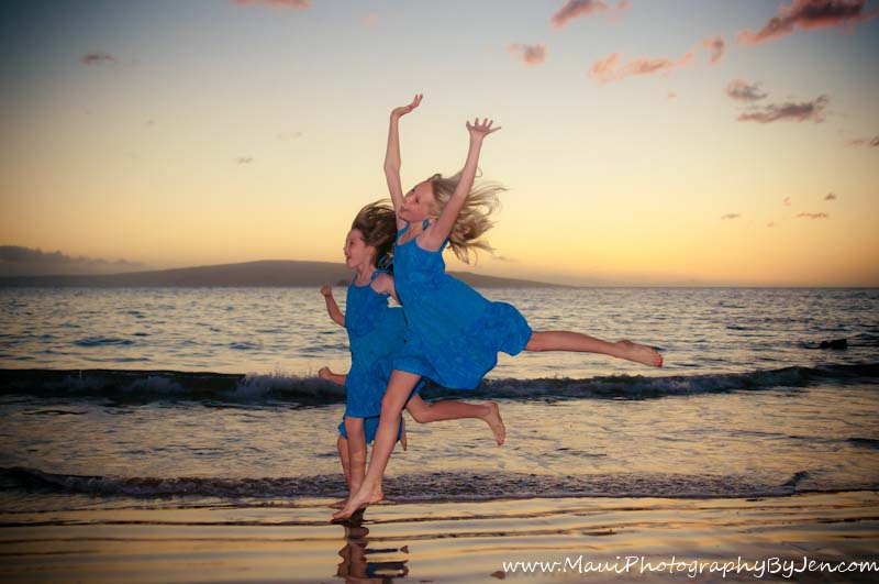 maui family photographers with kids jumping