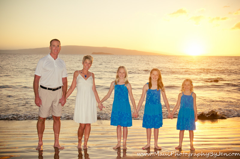 maui photographers with family at sunset