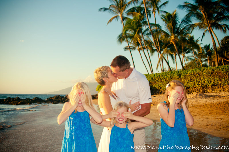 photographer in maui with family kids funny