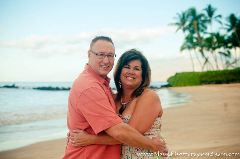 maui family photographers with couples anniversary