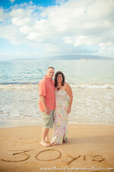 photography in maui with couples anniversary