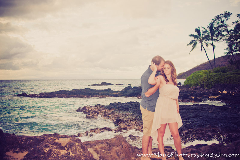 photography in maui with couple in love honeymoon