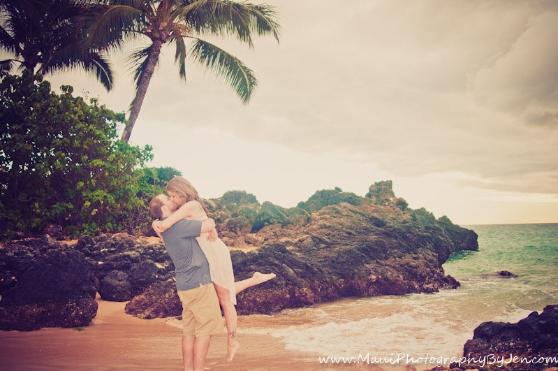 photography in maui with honeymoon couple
