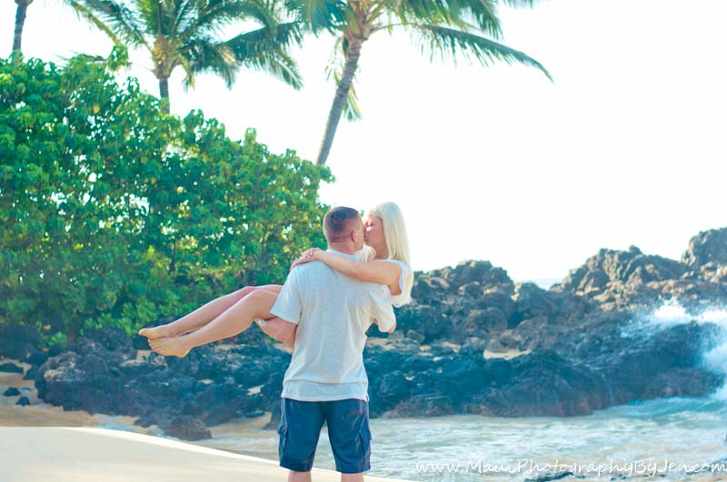 photography in maui with couple him holding her