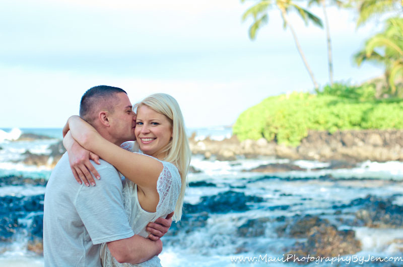 maui photographer with honeymoon couple with him kissing her