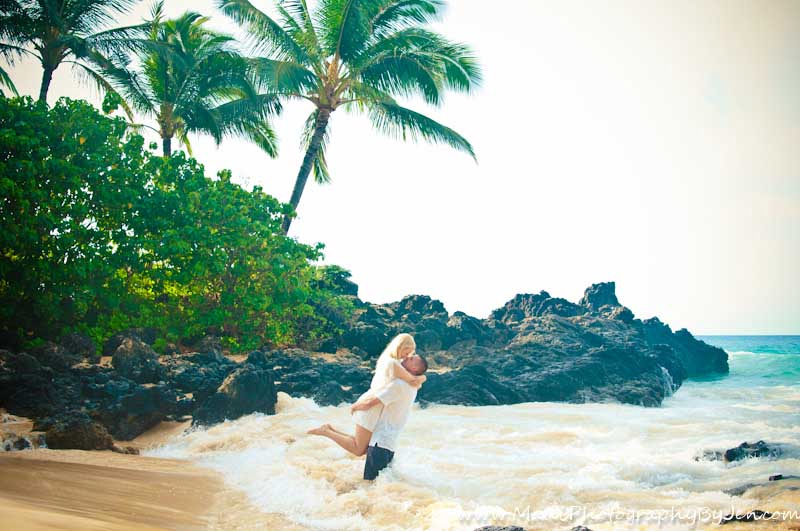 maui photography with honeymoon couple in love at beach
