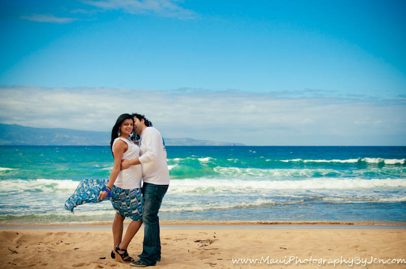 photographer in maui with couple modern picture