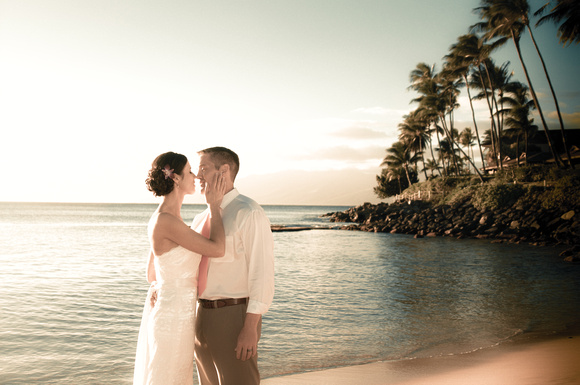 wedding photographer in maui on the beach