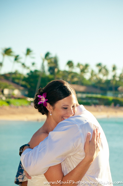 wedding photography in maui with couple hugging