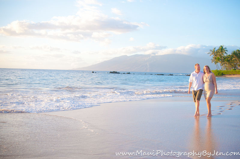 maui photography couple walking on the beach