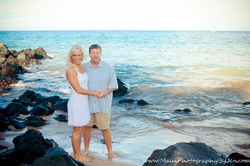 maui photogrpaher couple on the rocks