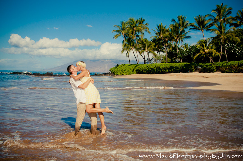 maui photographers with couple kissing