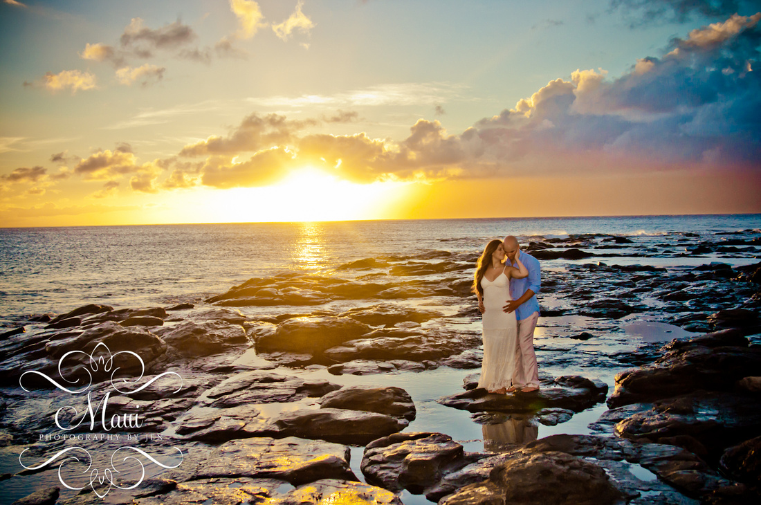 photography in maui sunset lahaina honeymoon