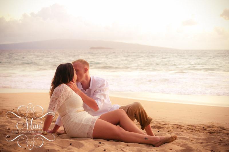 photographers in maui romantic couple