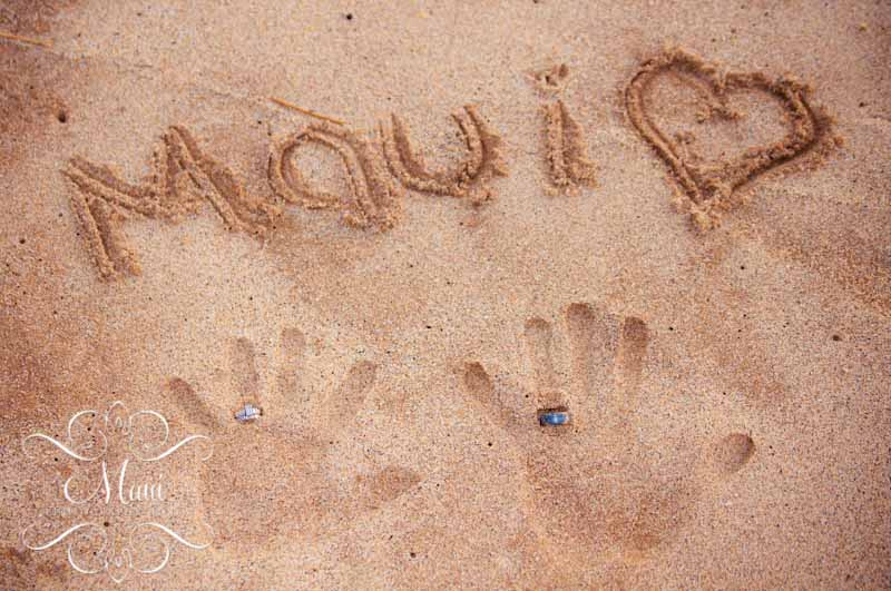 photographer in maui handprints