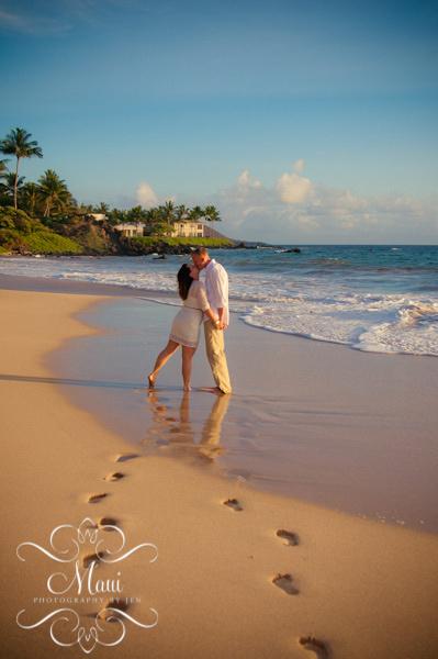 maui photographer with couple footprints