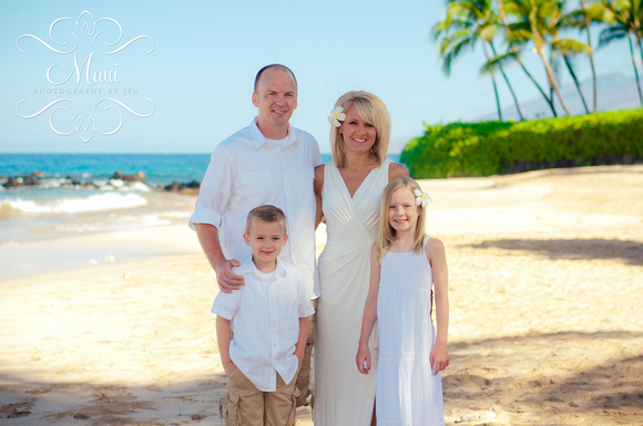 photography in maui with family on the beach