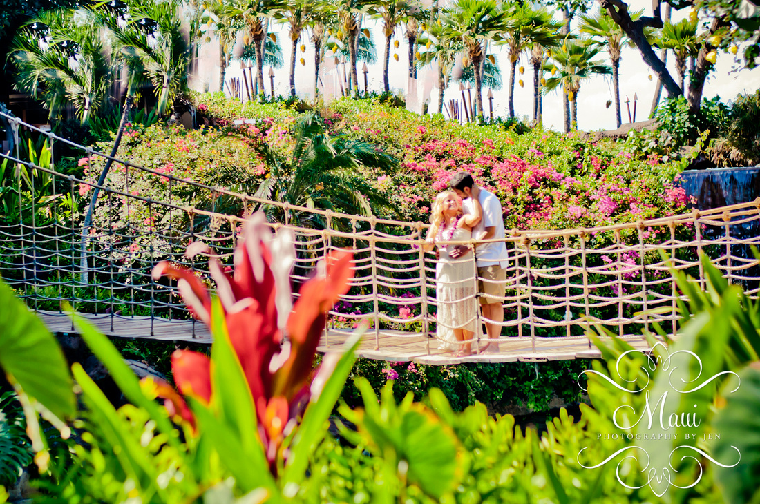 photographers in maui honeymoon couple at hyatt lahaina kaanapali