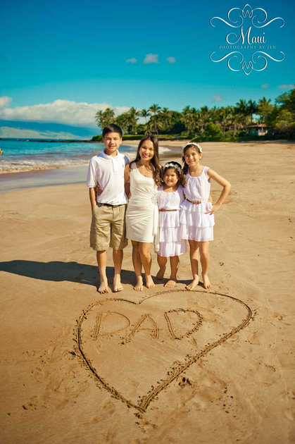 photography in maui with family on lahaina beach